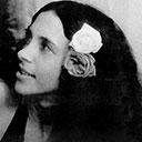 Rosas nos cabelos negros compunham o visual de Gal em 1973