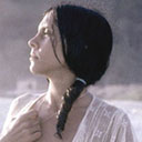 Sessão de fotos à beira-mar, clicada por Marisa Alvarez Lima; uma dessas imagens foi encartada em formato de cartaz na revista